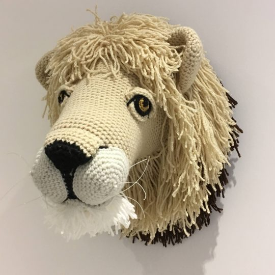Crochet-lion-trophy-head